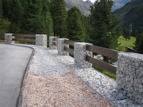 Клумбы из сетки с камнями своими руками
