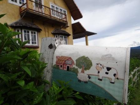 Фото сказочного домика в горах (5)