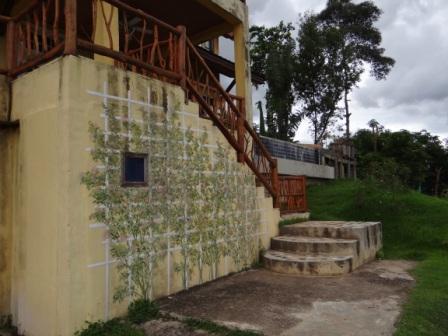 Фото сказочного домика в горах (1)