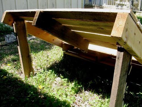 Деревянная садовая мебель - лежак своими руками (6)