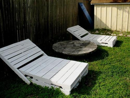 Деревянная садовая мебель - лежак своими руками (7)