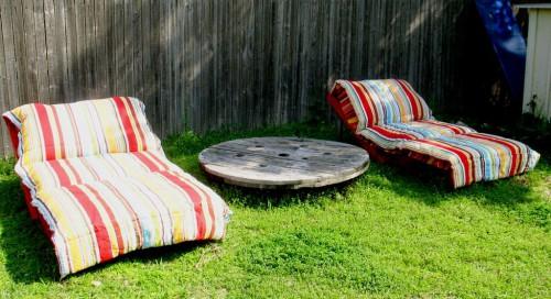 Деревянная садовая мебель - лежак своими руками (9)