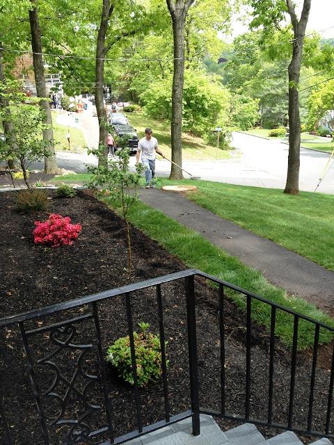 Красивый вход в дом - красивый сад своими руками (12)