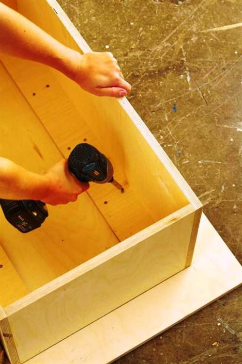 Поделки из поленьев - как сделать стол для дачи (4)