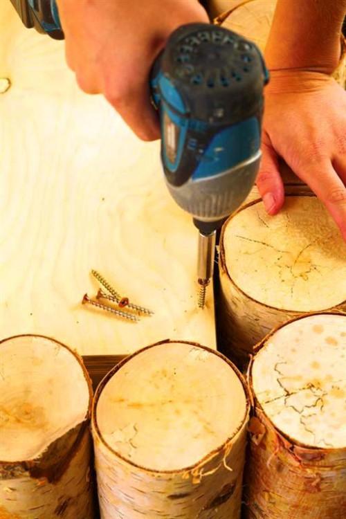 Поделки из поленьев - как сделать стол для дачи (6)