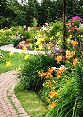 Палисадник своими руками - фото как украсить сад  (13)
