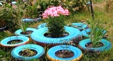 Как украсить двор - поделки из покрышек своими руками (14)