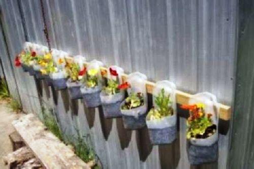 Как сделать оранжерею - поделки для дачи из пластиковых бутылок (5)
