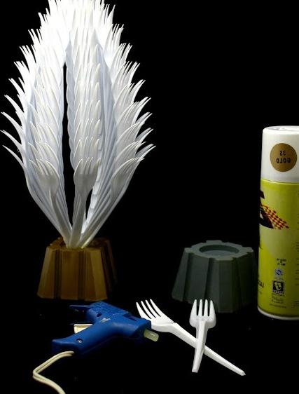 Поделки из пластмассовых вилок (1)