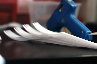Поделки из пластмассовых вилок (2)