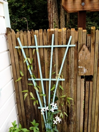Подставки для садовых цветов своими руками