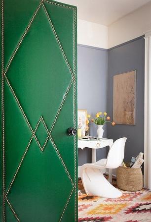 Как украсить дверь своими руками (1)