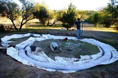 Дом из мешков с землей (2)