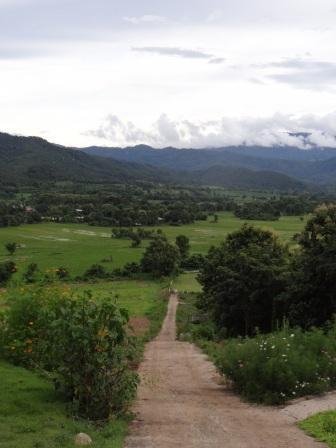 Фото сказочного домика в горах (4)
