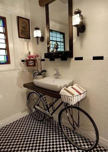 Дизайн ванной комнаты из старого велосипеда.