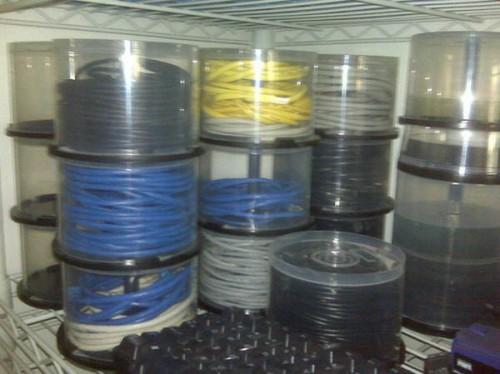 Удобное хранение и органайзер для проводов.