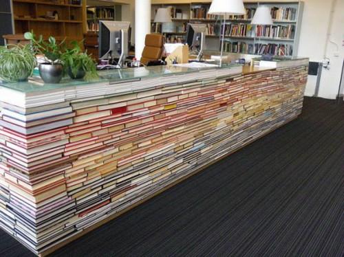 Рабочее место из книг