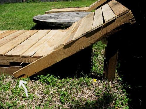 Деревянная садовая мебель - лежак своими руками (4)