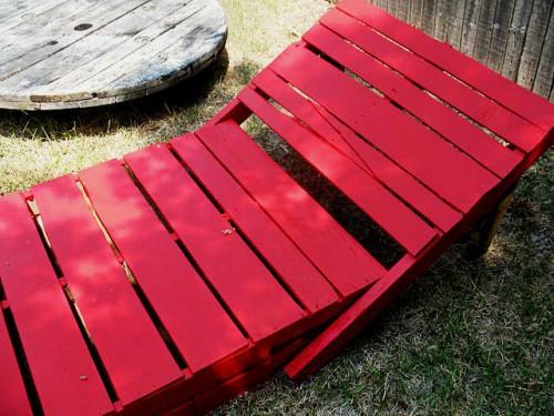 Деревянная садовая мебель - лежак своими руками (8)