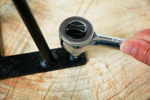 Как сделать журнальный стол - дачный стол своими руками (11)