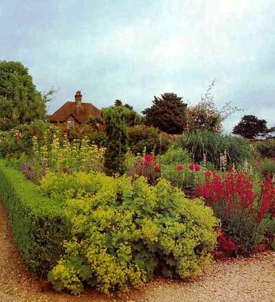 Палисадник своими руками - фото как украсить сад  (11)