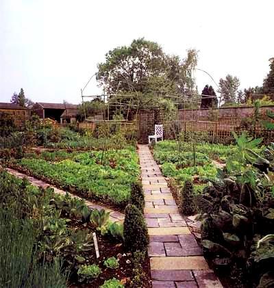 Палисадник своими руками - фото как украсить сад  (22)