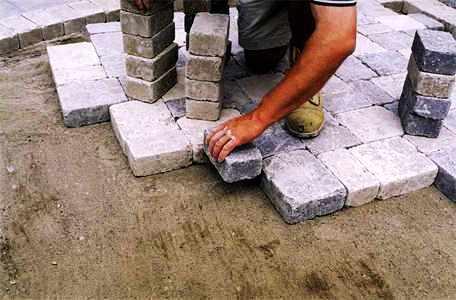 Дорожки на дачном участке - укладка тротуарной плитки (10)