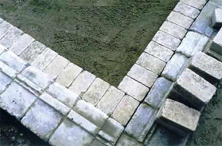 Дорожки на дачном участке - укладка тротуарной плитки (11)