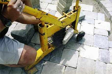 Дорожки на дачном участке - укладка тротуарной плитки (14)