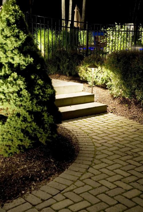 Как сделать освещение - в саду - фото (24)