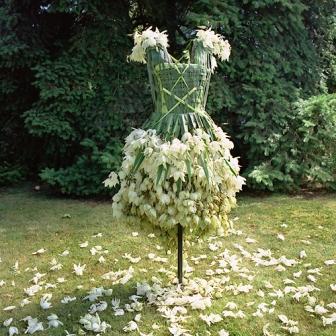 Одежда из растений для декора участка (3)