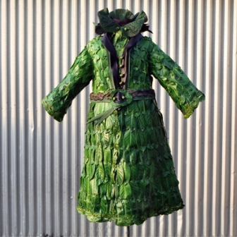 Одежда из растений для декора участка (13)