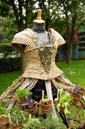 Одежда из растений для декора участка (2)