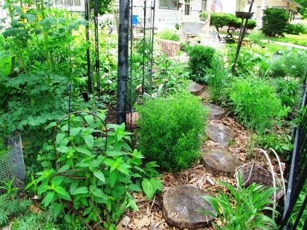 Интересные идеи для сада своими руками (13)
