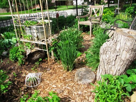 Интересные идеи для сада своими руками (27)