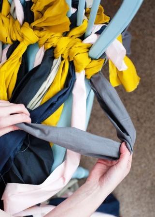 Как связать коврик на стул (8)