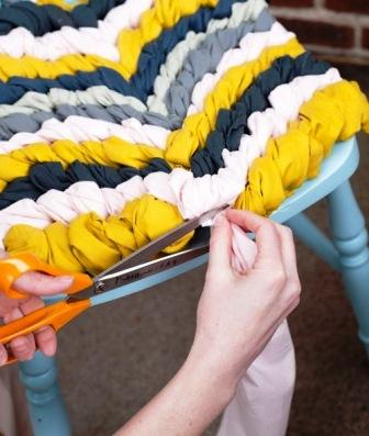 Как связать коврик на стул (5)